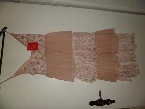 Neues Kleid in Puder mit Spitze