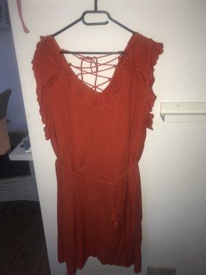 Neues Kleid mit Etikett. River Island Größe 48
