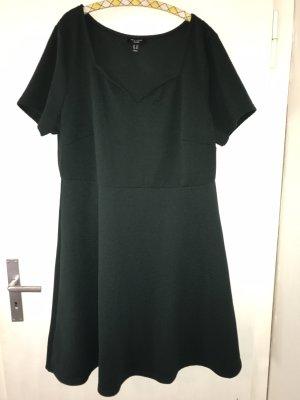Neues Kleid mit Herzausschnitt von New Look