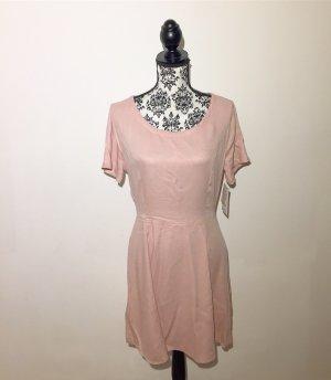 neues Kleid mit Rückenausschnitt