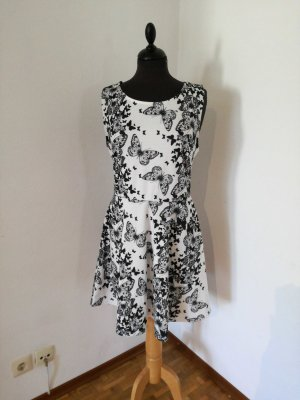 Neues Kleid mit Schmetterlinge