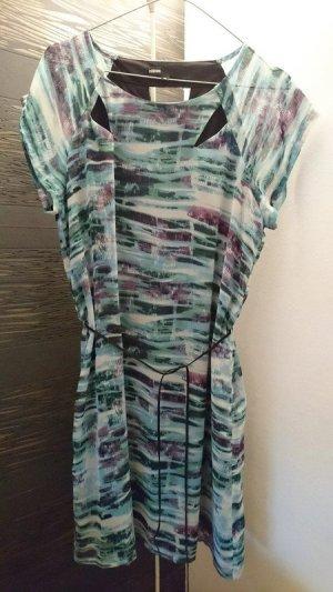 Neues Kleid von Minimum mit Printmuster