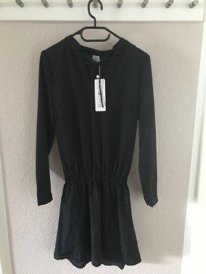 Neues Kleid von Saint Tropez