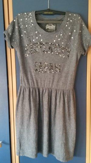 Neues Kleid von Superdry