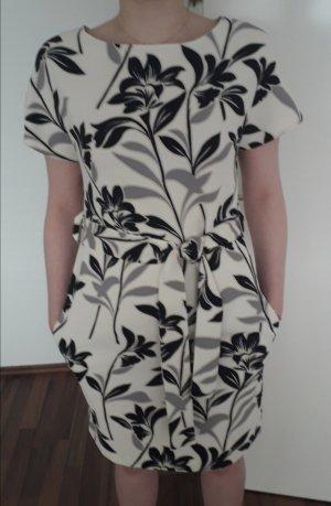 Neues Kleid von Warehouse