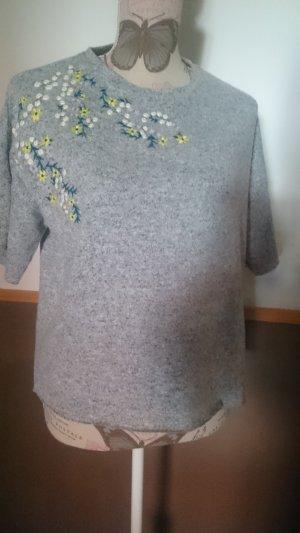 neues Oversize Shirt grau Blumenstickerei XS H&M suess