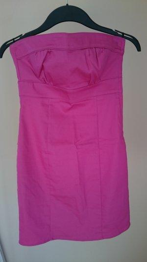 Neues pinkes Etui-Kleid