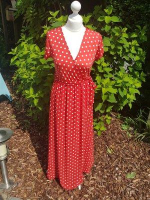 Neues rotes Kleid mit weißen Punkten