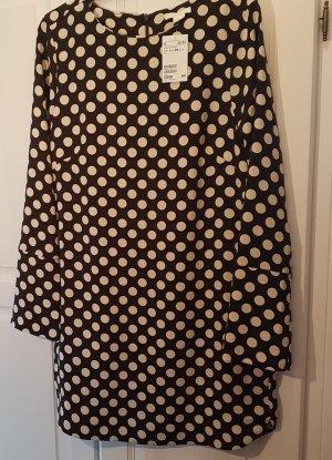 Neues schwarzes kurzes Kleid mit großen weißen Punkten