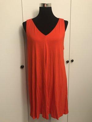 Neues Sommerkleid in orangerot