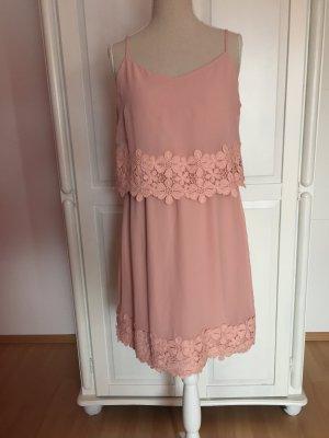 neues Sommerkleid mit Trägern Blumen rosa Spitze Rüschen