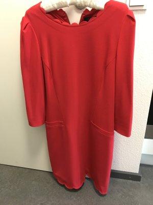 Neues Ted Baker Kleid