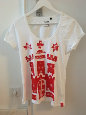 Neues weißes T-Shirt im Hamburgstyle