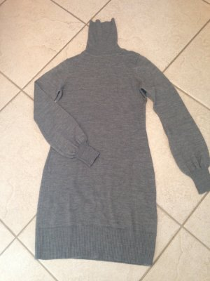 Neues Wollkleid mit Rollkragen