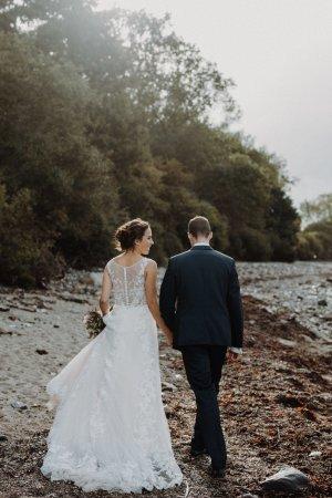 Neupreis 1039€ Brautkleid A-Linie mit Schleppe und hochwertiger Spitze