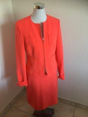 Neuwertig Anzug St Emile Größe Jacke 36- Rock 38 Farbe Koralle