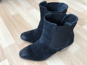 Neuwertig: Esprit Schuhe / Stiefelette Größe 38 schwarz