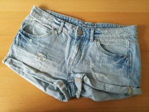 NEUWERTIG! Hellblaue Jeansshorts Used Look