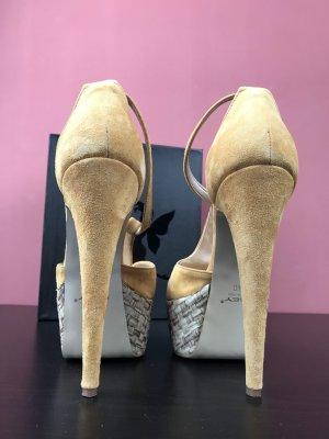 Neuwertig Sohle hat leichte Gebrauchs spuren. italian High Heels Sandals Osey Made In Italy 40 Sexy Sandals