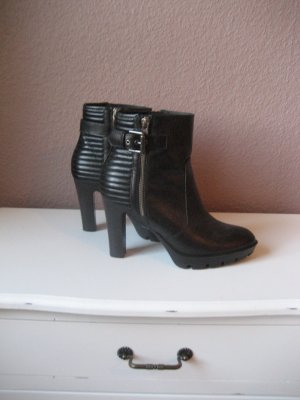 Madeleine Ankle Boots black leather
