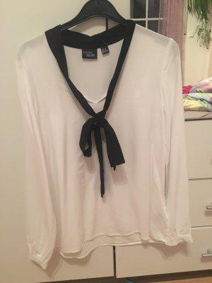 ** Neuwertige Bluse **