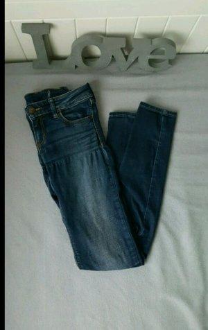 Neuwertige dunkle Jeans von Hollister