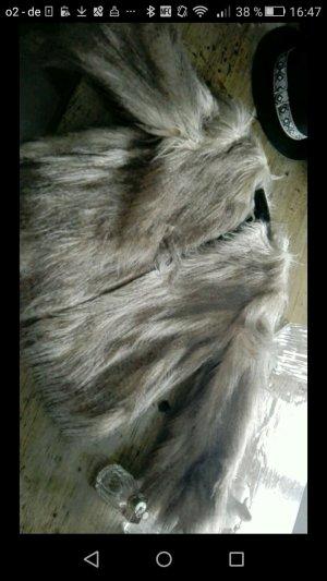 Neuwertige Fake Fur ZARA Jacke