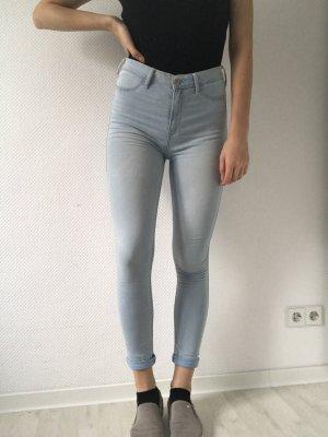 Neuwertige, hellblaue, highwasted dünne Jeans bzw. Jeggings von Hollister