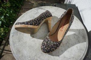 Neuwertige High Heels mit Blümchen-Muster von Tamaris