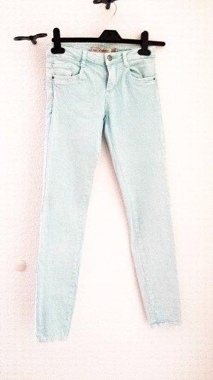 Neuwertige Jeans von Zara in helltürkis, Gr. 34