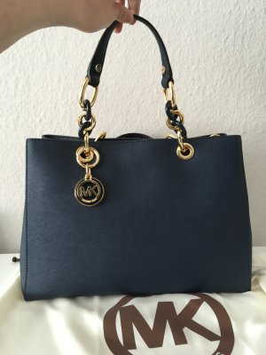 Neuwertige Michael Kors Tasche Cynthia Marine blau Gold