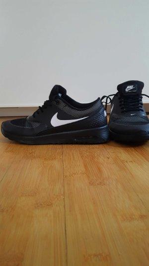 Neuwertige Nike Air Max Thea