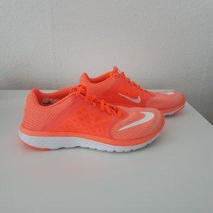 Neuwertige Nike FS Lite Run - NP ab 79.99 €