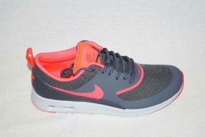 Neuwertige Nike Thea Grau Pink