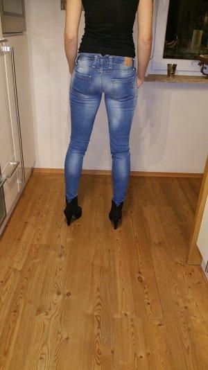 neuwertige Please Jeans