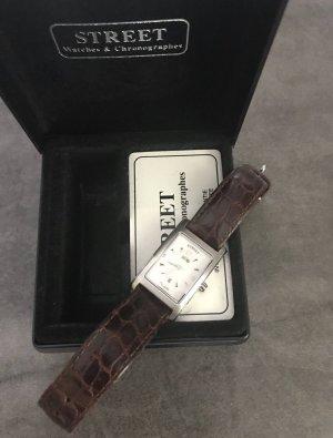 Neuwertige schöne Uhr von Street
