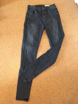 Neuwertige schwarze Skinny Jeans von Esprit 30w/34L