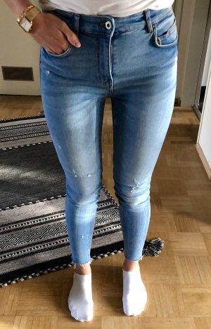 Neuwertige Skinny Jeans von ZARA