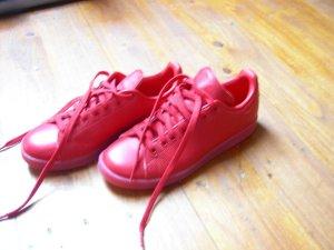 Neuwertige Sneaker in rot von Adidas