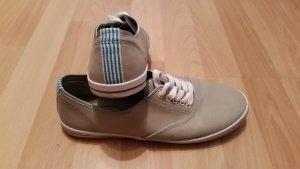 Neuwertige Sneakers von Graceland