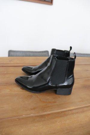 Neuwertige Stiefeletten Ankle Boots von Monki Größe 38 schwarz Lack spitz