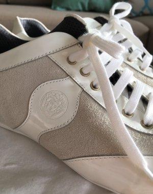 Neuwertige Versace Halbschuhe Sneakers Weiß Lackleder Wildleder 38 Nude Grau