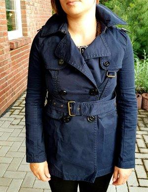 Neuwertiger dunkelblauer Mantel im Trenchcoat-Stil v. Juicy Couture, Gr. 34/36