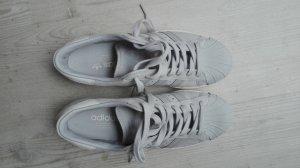 neuwertiger grauer Adidas Sneaker