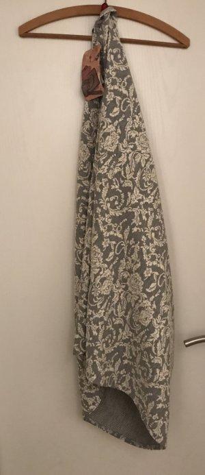 Neuwertiger Schal grau