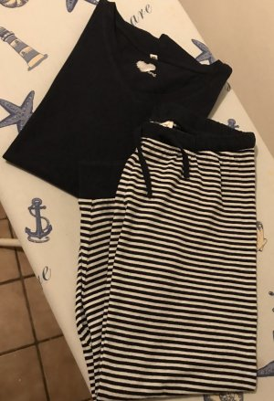 Neuwertiger Schlafanzug im Marinelook