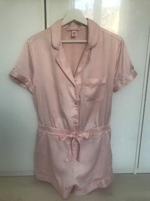Neuwertiger, seidenartiger, rosaner Schlafanzug / Jumpsuit von Victorias Secret