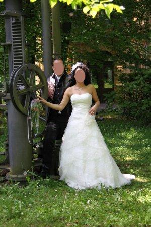 ** Neuwertiges Brautkleid Cremefarben **