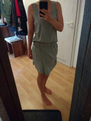 Neuwertiges COS Kleid