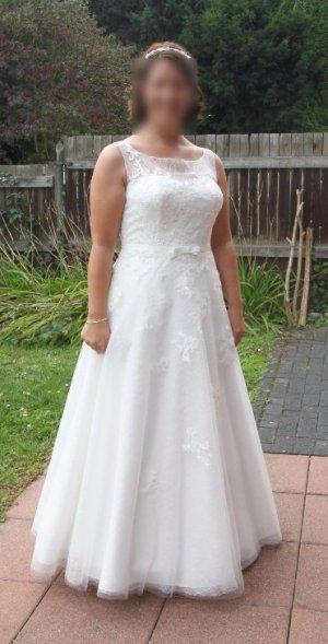 Neuwertiges Designer-Brautkleid von San Patrick